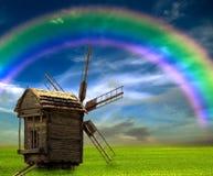 Molen oude regenboog op gebied Stock Foto