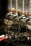 molettes de guitare de cordons de connexions d'amplificateur Photographie stock libre de droits