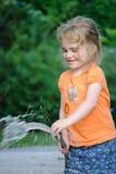 Molhar da criança Fotos de Stock Royalty Free