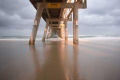 Molhe de bombeamento da areia de Gold Coast Imagens de Stock Royalty Free