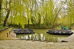 Molhe de Flatboat na Veneza verde de Marais Poitevin Foto de Stock Royalty Free