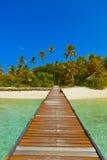 Molhe e praia em Maldives fotografia de stock