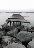 Molhe em um lago mountain Fotografia de Stock Royalty Free