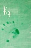 Molhe mão-imprimem na escola-placa Foto de Stock Royalty Free
