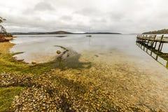 Molhe na costa leste Tasmânia fotos de stock royalty free
