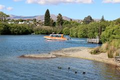 Molhe o táxi no braço de Frankton do lago Wakatipu, Otago Fotografia de Stock Royalty Free