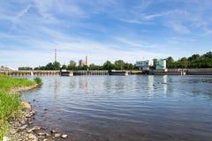 Molhe os fechamentos que navegam a câmara, comporta no Weir em Troja, Praga Fotografia de Stock