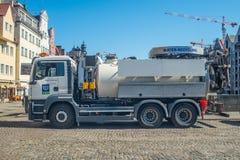 Molhe a reciclagem do caminhão na cidade velha em Gdansk Fotos de Stock Royalty Free