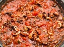 Molho cozendo a fogo brando do spagetti do tomate e do alimento de mar Foto de Stock Royalty Free