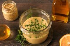 Molho da mostarda do mel imagem de stock