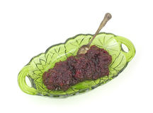 Molho de airela inteiro no prato com colher Imagem de Stock