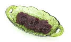 Molho de airela no prato verde Fotografia de Stock
