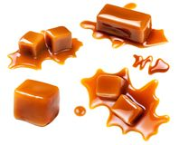Molho de fluxo do caramelo isolado no fundo branco Montículo dourado imagem de stock royalty free
