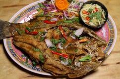 Molho de mergulho fritado quente Tailândia do tamarindo dos peixes Fotos de Stock Royalty Free