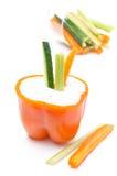 Molho do iogurte ao meio da pimenta e de vegetais alaranjados Foto de Stock Royalty Free