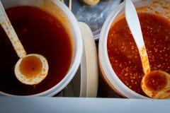 Molho doce e uso picante do molho para a bola de carne grelhada Imagem de Stock