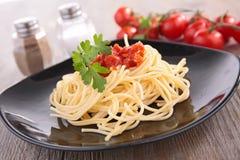 Molho dos espaguetes e de tomate fotografia de stock royalty free