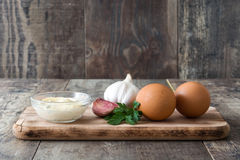 Molho e ingredientes de Aioli Fotografia de Stock