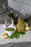 Molho e ingredientes italianos do pesto Fotografia de Stock Royalty Free