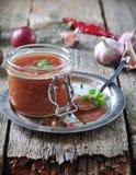 Molho para a carne grelhada das ameixas orgânicas com coentro, alho e pimenta da Jamaica Fotografia de Stock Royalty Free