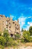 MOLINA DE ARAGON, SPANIEN - SEPTEMBER 23, 2017: Sikt av den härliga byggnaden i stilen av arkitekten Gaudi Kopiera utrymme för Arkivfoton