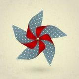 Molinillo de viento rojo del vintage y azul hecho a mano con los puntos Imagen de archivo