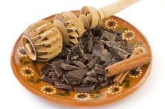 Molinillo e ingredientes mexicanos del chocolate caliente. Foto de archivo