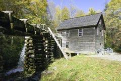 Molino ahumado del grano para moler de la montaña de la caída Fotografía de archivo libre de regalías