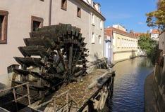 Molino de agua en Praga Fotos de archivo libres de regalías