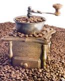 Molino de café antiguo en el fondo blanco Foto de archivo libre de regalías