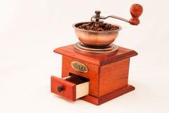Molino de café retro en el fondo blanco Imagen de archivo