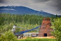 Molino de la madera de construcción hacia fuera en el campo imagen de archivo