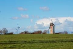 Molino de la turbina de viento y de viento almacen de video