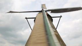 Molino de viento almacen de metraje de vídeo