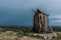 Molino de viento abandonado en Serra de Janeanes foto de archivo libre de regalías