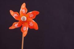 Molino de viento anaranjado Fotos de archivo libres de regalías