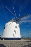 Molino de viento antiguo imagenes de archivo