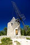 Molino de viento, Boulbon imagen de archivo