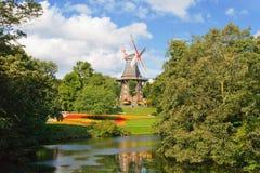 Molino de viento cerca de un río Imagen de archivo libre de regalías