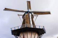 Molino de viento completamente restaurado en Holanda Foto de archivo libre de regalías