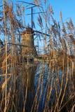 Molino de viento con la reflexión Imagenes de archivo