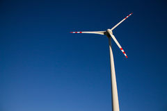 Molino de viento contra el cielo Fotografía de archivo libre de regalías
