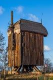 Molino de viento de madera destruido a partir del siglo XVIII Imagen de archivo