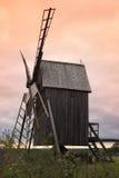 Molino de viento de madera viejo Fotografía de archivo libre de regalías