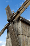 Molino de viento de madera viejo Foto de archivo