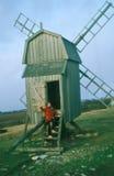 Molino de viento de madera viejo en Suecia Imagen de archivo