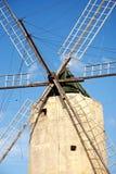 Molino de viento de piedra en la isla del gozo en Malta Imagen de archivo libre de regalías