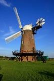 Molino de viento de Wilton en una igualación de los veranos Foto de archivo