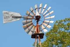 Molino de viento del aeromotor Fotos de archivo libres de regalías