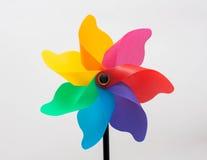 Molino de viento del arco iris en un palillo en un pote Imágenes de archivo libres de regalías